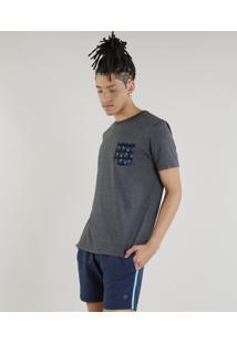 Camiseta Masculina Com Bolso Estampado Pé De Pato Manga Curta Gola Careca Cinza Mescla Escuro