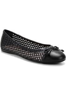 Sapatilha Shoestock Couro Bico Redondo Vazada - Feminino-Preto