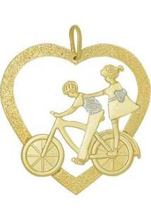 Pingente Coração Vazado Com Casal Na Bicicleta Com Rodio - Unissex-Dourado