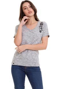 Camiseta Hifen Com Bordado Flores Cinza