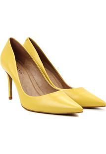 Scarpin Couro Carrano Salto Alto Metalizado - Feminino-Amarelo
