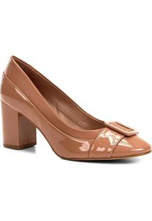 Scarpin Shoestock Salto Médio Verniz Fivela - Feminino-Nude
