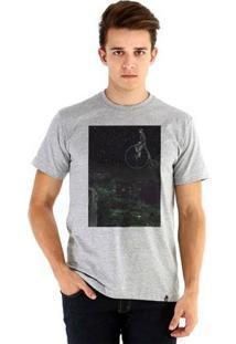 Camiseta Ouroboros Manga Curta Carpint Universo - Masculino-Cinza