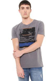 Camiseta Calvin Klein Jeans New Land Cinza
