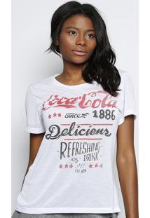 "Camiseta ""Coca Cola® Delicious"" - Branca & Vermelha Coca-Cola"