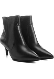 Bota Couro Cano Curto Shoestock Kitten Heel Feminina - Feminino-Preto