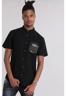 Camisa Com Bolso Estampado Camuflado Gola Padre Preta