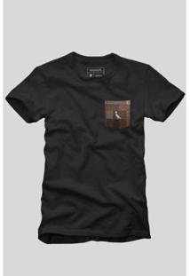 Camiseta Bolso Xadrez Quadrilha Reserva Masculina - Masculino-Preto