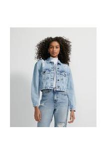 Jaqueta Cropped Jeans Marmorizado Com Puídos E Elástico Nas Costas