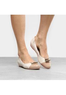 Sapatilha Comfortflex Salto Embutido Verniz Feminina - Feminino-Bege+Off White