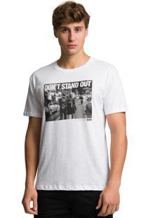 Camiseta Slim Flamê - Don'T Stand Out Bispo Camiseta Flame Com Estampa Frontal Branco