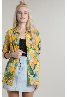 Camisa Feminina Estampada Tropical Com Fenda Manga Curta Amarela