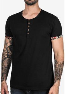 Camiseta Henley Preta Detalhe Floral 102399