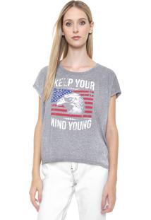 Camiseta Calvin Klein Jeans Keep Young Cinza