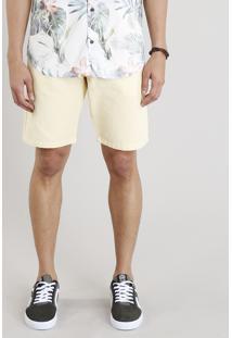 Bermuda Masculina Texturizada Com Bolsos Amarelo Claro