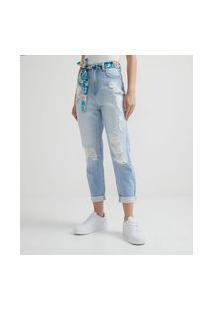 Calça Mom Jeans Com Puídos E Cinto De Lenço