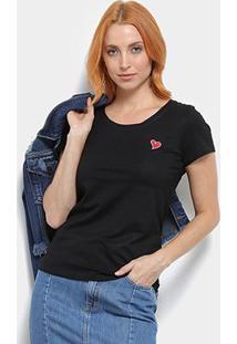 Camiseta Top Moda Bordado Coração Feminina - Feminino-Preto
