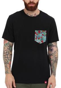 Camiseta Bolso Aplique Old School - Masculino