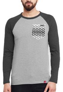 Camiseta Manga Longa Wevans Atual Bolso Aplique Geometrico Cinza