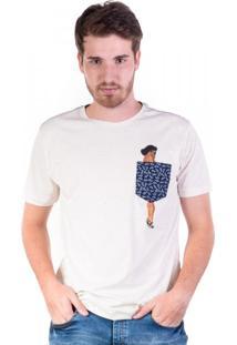 Camiseta Botonê Com Pin Up No Bolso Off White Branca
