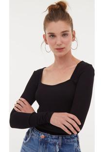 Blusa Lisa Com Decote Quadrado