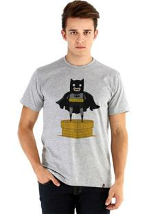 Camiseta Ouroboros Manga Curta Batman Toy Masculina - Masculino-Cinza
