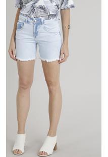 Bermuda Jeans Feminino Com Barra Desfiada Azul Claro