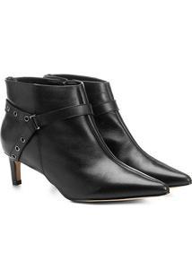Ankle Boot Couro Shoestock Salto Fino Ilhóses - Feminino-Preto