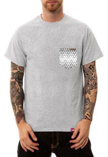 Camiseta Wevans Bolso Aplique Geométrico Cinza