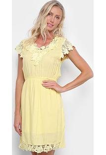 Vestido Pérola Evasê Curto Guipir Manga Curta - Feminino-Amarelo
