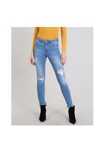 Calça Jeans Feminina Skinny Destroyed Barra Desfiada Azul Médio